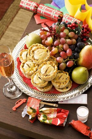 party poppers: Mince Pies with Grapes and Pears; Champagne; Christmas Crackers LANG_EVOIMAGES