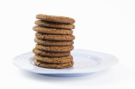 galletas de jengibre: Galletas de jengibre apiladas en una placa azul