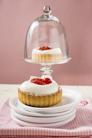 redcurrant: Redcurrant cream tarts LANG_EVOIMAGES