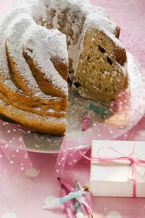 sucre glace: Gugelhupf with icing sugar for birthday LANG_EVOIMAGES