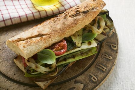 qs: Baguette with grilled vegetables LANG_EVOIMAGES