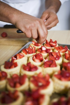 pastes: Filling vol-au-vent cases with strawberries