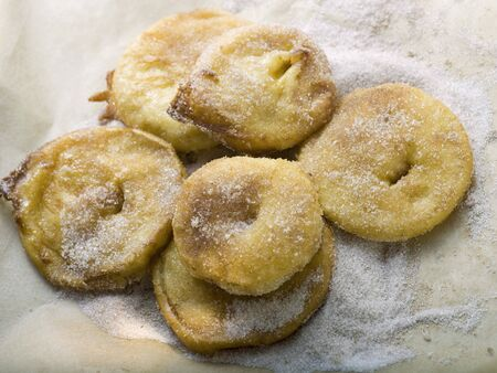 bign�: Frittelle di mele con zucchero cannella LANG_EVOIMAGES