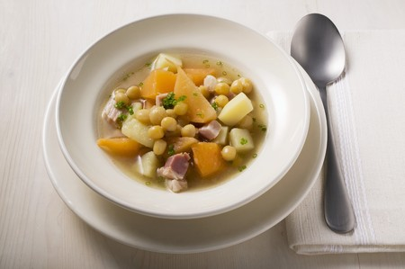 swede: Swede stew with white beans and bacon LANG_EVOIMAGES