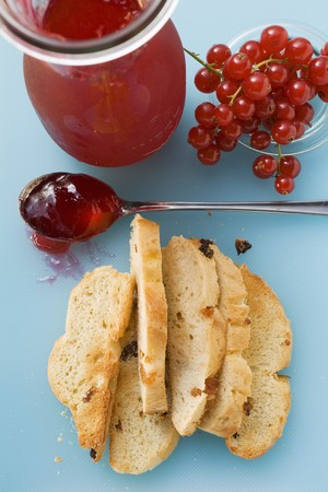 redcurrant: Redcurrant jelly and toasted raisin bread LANG_EVOIMAGES