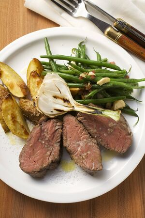 potato wedges: Beef steak with potato wedges, spring onion, beans & bacon