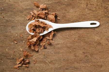 chocolate shavings: Chocolate shavings with spoon LANG_EVOIMAGES