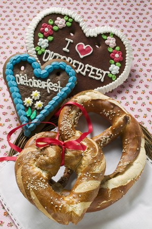 lye: Pretzel, lye roll and Lebkuchen hearts for Oktoberfest