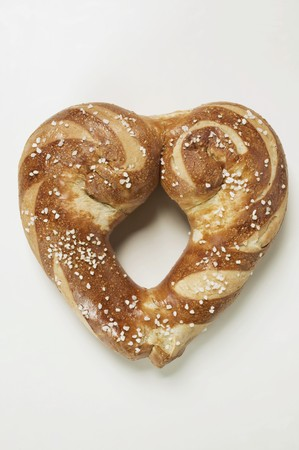 lye: Heart-shaped lye roll with salt LANG_EVOIMAGES
