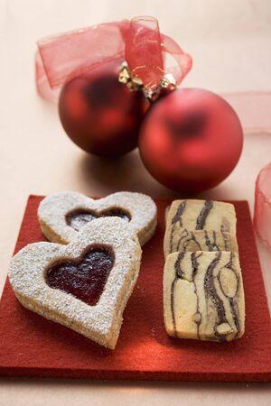 jam biscuits: Biscotti di marmellata e biscotti a righe per il Natale LANG_EVOIMAGES