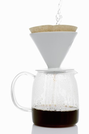 coffeepots: Making filter coffee (pouring hot water onto coffee)