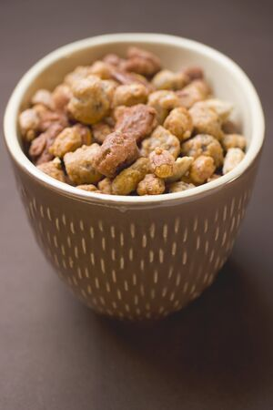 mixed nuts: Mixed nuts to nibble in brown pot