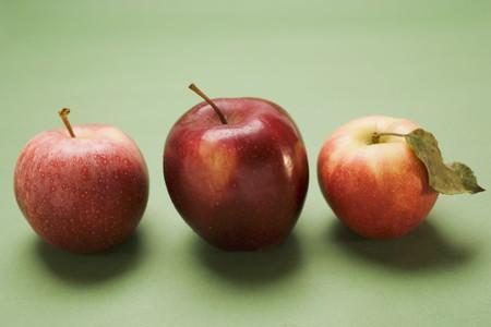 stark: Three red apples, varieties Stark and Elstar