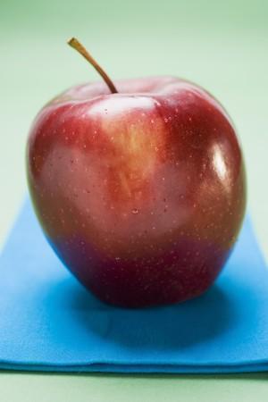 stark: Red apple, variety Stark, on blue napkin LANG_EVOIMAGES