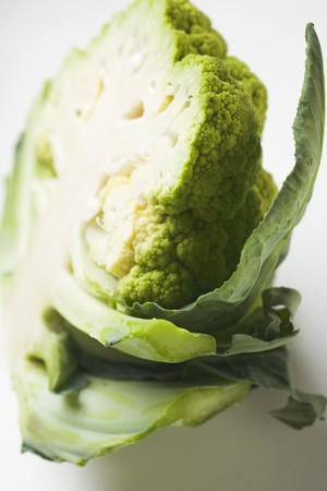 halved: Green cauliflower, halved LANG_EVOIMAGES
