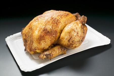 qs: Whole roast chicken on paper plate LANG_EVOIMAGES