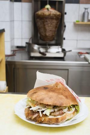 casse-cro�te: D�NER kebab sur snack-bar comptoir