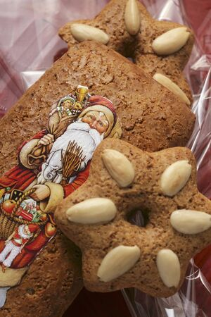 christmas motif: Gingerbread with Father Christmas motif LANG_EVOIMAGES