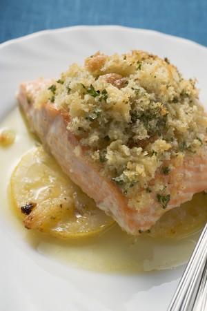 lemon slices: Filetto di salmone su fette di limone