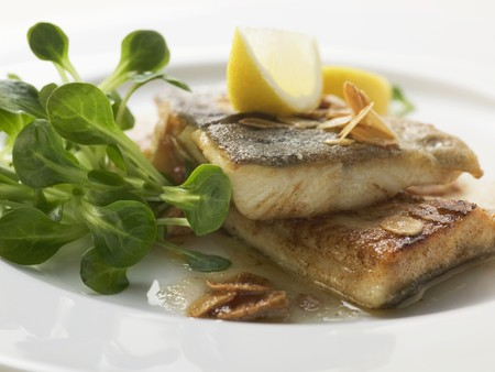 salmo trutta: Fried trout with flaked almonds LANG_EVOIMAGES