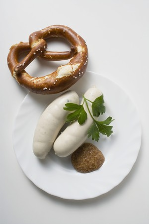 weisswurst: Weisswurst (white sausages) with mustard and pretzel LANG_EVOIMAGES