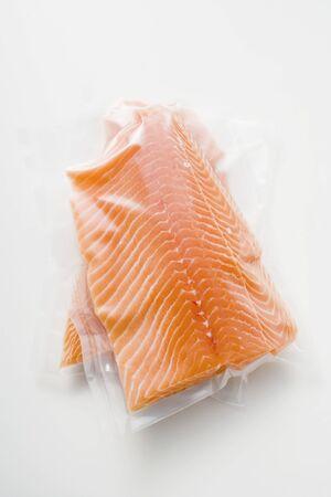 shrink wrapped: Salmon fillet in plastic packaging LANG_EVOIMAGES