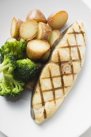 qs: Grilled cod steak with potatoes and broccoli