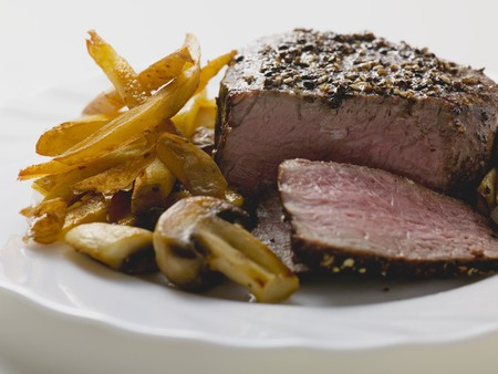 peppered: Peppered steak with chips and mushrooms