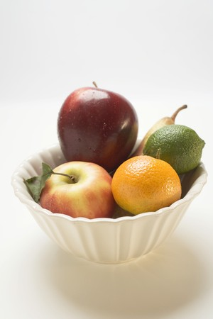 pip: Core fruit and citrus fruit in white bowl