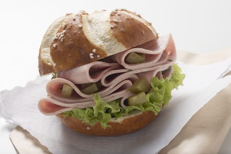 filled roll: Pretzel roll filled with sausage and gherkins LANG_EVOIMAGES