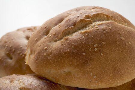 several breads: Several sesame buns (close-up) LANG_EVOIMAGES
