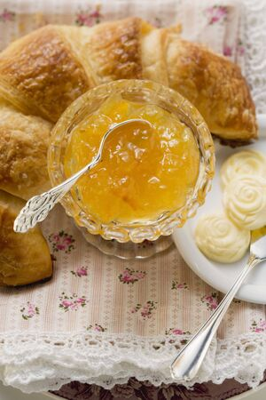 jams: Orange marmalade, croissant and butter LANG_EVOIMAGES