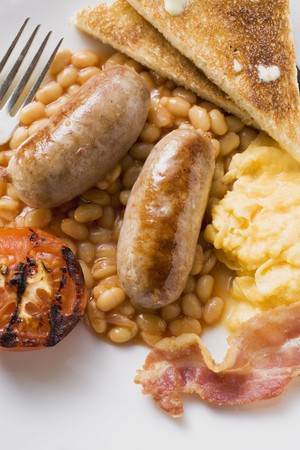 bacon baked beans: Baked beans with sausages, scrambled egg, bacon, tomato, toast LANG_EVOIMAGES
