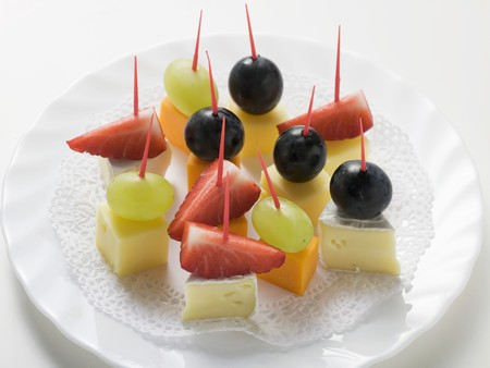 fragaria: Cheese and fruit appetisers (with grapes and strawberries)