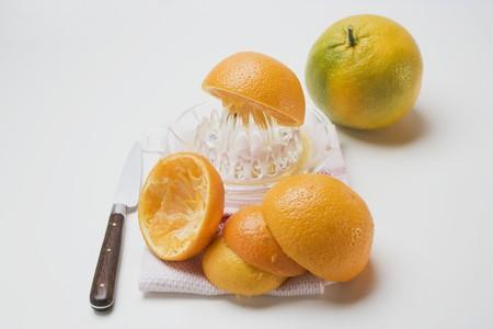 squeezing: Squeezing oranges LANG_EVOIMAGES