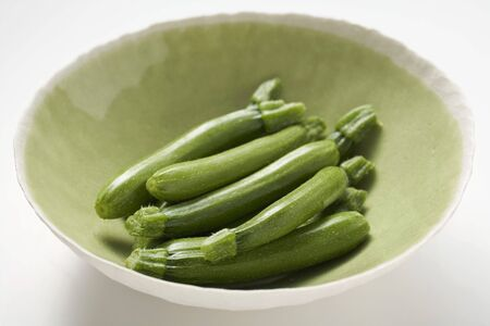 cocozelle: Fresh courgettes in green bowl