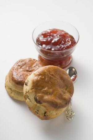 scones: Scones with strawberry jam