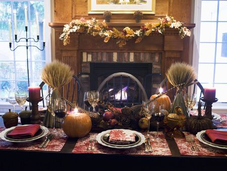 front desk: Table laid for Thanksgiving (USA) LANG_EVOIMAGES