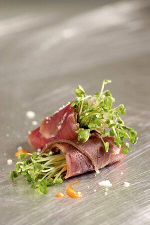 water cress: Filled roast beef rolls LANG_EVOIMAGES