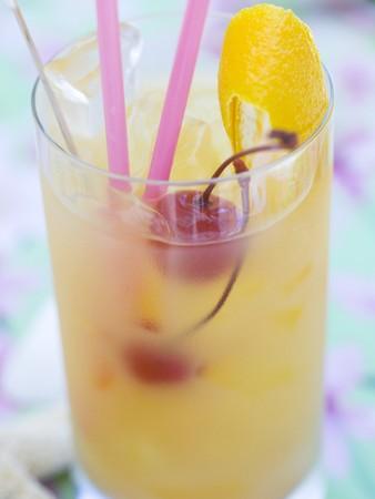 cocktail de fruits: Cocktail de fruits avec des cerises et le zeste de citron LANG_EVOIMAGES