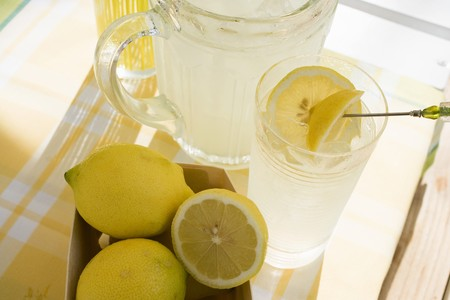 soda pops: Lemonade and fresh lemons