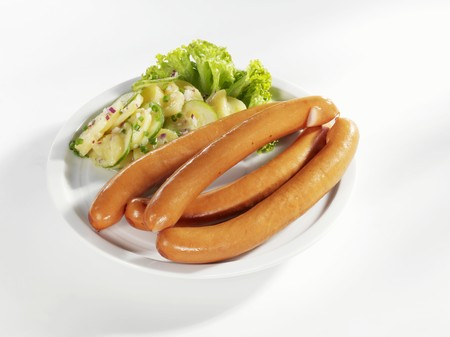 scalded sausage: Frankfurters with potato and cucumber salad LANG_EVOIMAGES