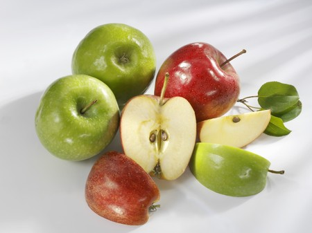 granny smith: Granny Smith and Royal Gala apples LANG_EVOIMAGES
