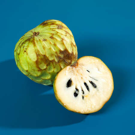anona: Whole and half cherimoya