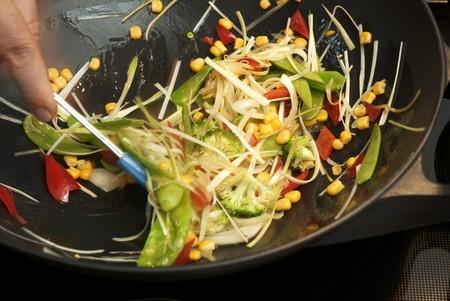 sautee: Sauting verdure in un wok LANG_EVOIMAGES