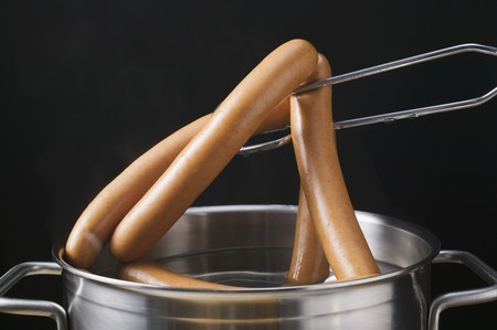 wienie: Lifting frankfurters out of a pan
