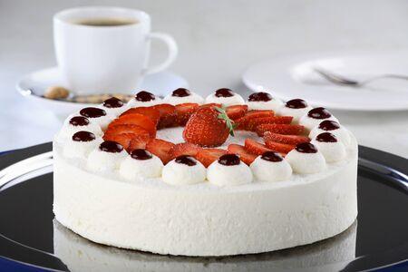 cream cake: Strawberry cream cake