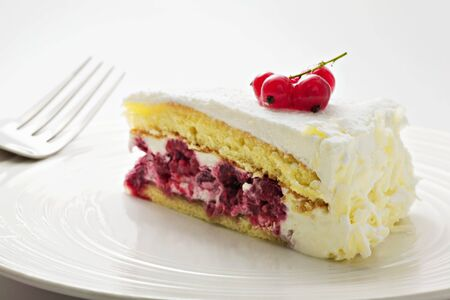 free me: A piece of raspberry cream cake LANG_EVOIMAGES