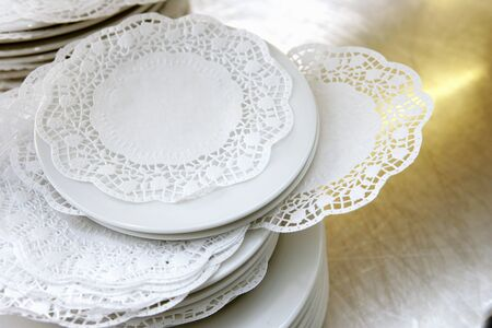 doiley: Tea plates with doileys LANG_EVOIMAGES
