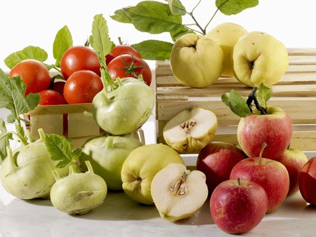 quinces: Fresh apples, quinces and vegetables